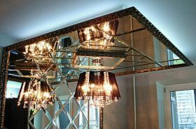 Архитектурное оформление кухни, зеркальная конструкция в багете